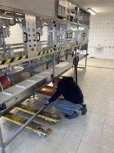 Élelmiszer ipari gép mozgatása